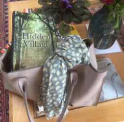 The_hidden_village_in_handbag